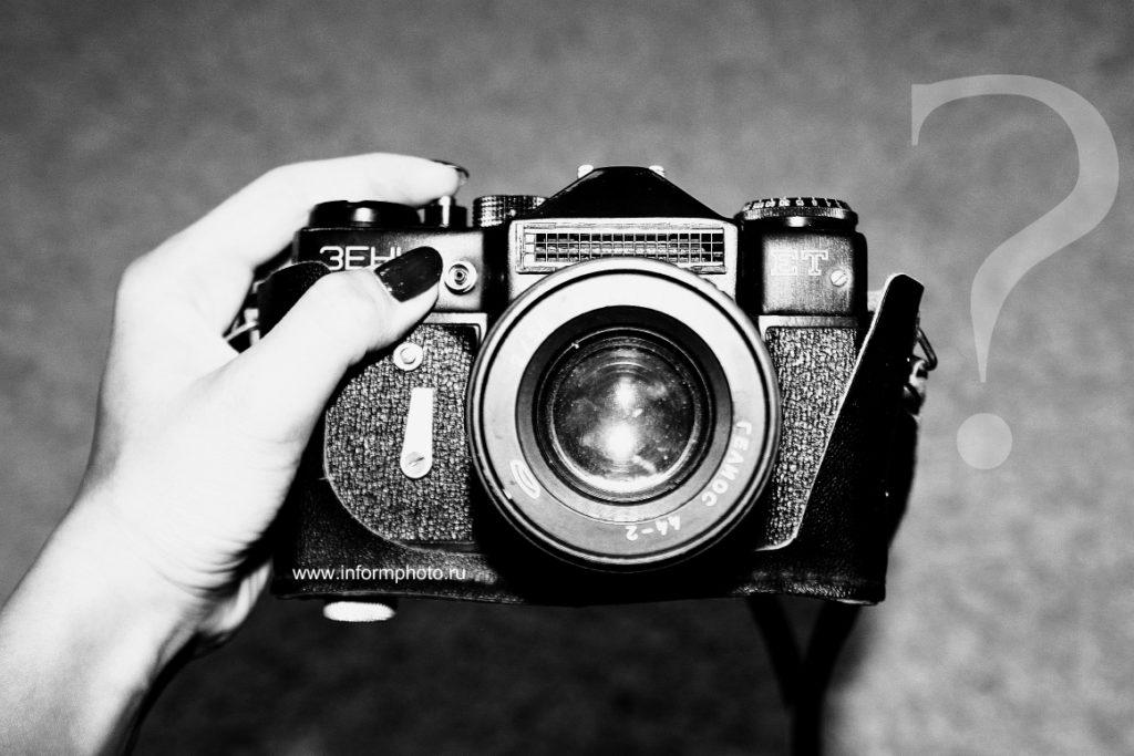 fotoapparat-v-ruke