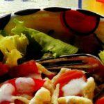Салат из клецек с салями