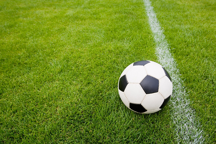 futbolnyj_myach_na_pole